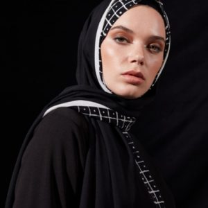 03-meryemce-esarp-online-shop-schal-kopftuch-qef-black-to-white-iryna1