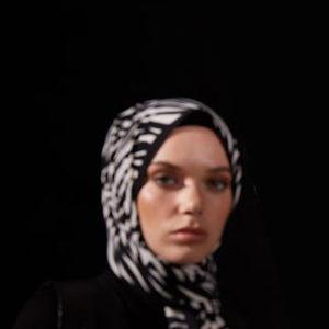 10-meryemce-esarp-online-shop-schal-kopftuch-qef-black-to-white-helen3